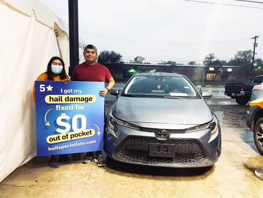 hail-damage-repaired-vehicle-and-happy-customers-in-san-antonio